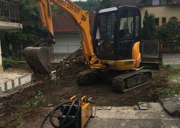 Zemne vykopove a buracie prace JCB/Locust 752