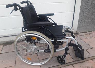 ODĹAHČENÝ Invalidný vozík BREEZY š.sedu  45cm+Brzdy pre dopr