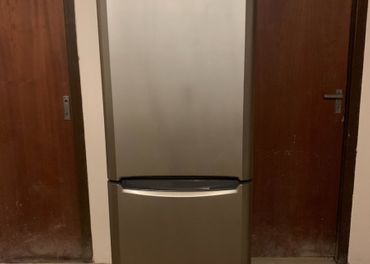 Predám Kombinovanú chladničku s mrazničkou