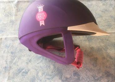 Jazdecka dievcenska helma