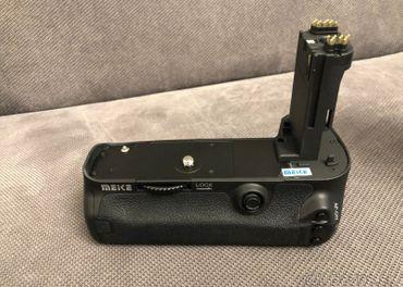 MEIKE battery grip pre Canon 5D MK III, IV, DS, DSR