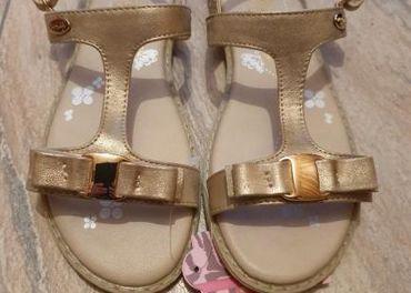 Sandálky vo veľkosti 34