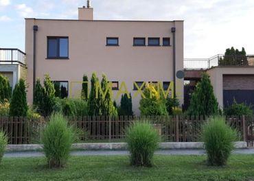 ABSOLÚTNA TOP PONUKA    -predaj  rodinný dom s výhodnou polohou a možnosťou podnikania.