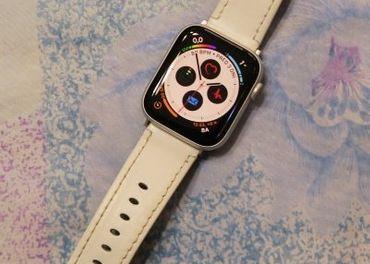 Apple Smart Watch 4 44 strieborné