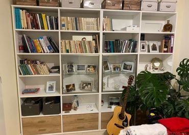 Knižnica + konferenčný stolík
