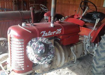 starý historický traktor