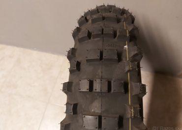 Hard pneu Mitas