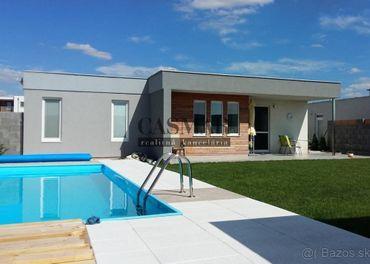 CASMAR REALITY ponúka na predaj veľký 4-izbový dom s bazénom