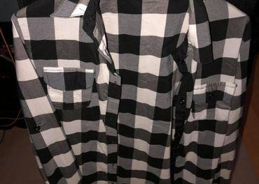 Predám bieločiernu a zeleno čiern flanelovú košeľu Košice, v