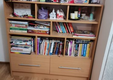 Knižnica alebo komoda