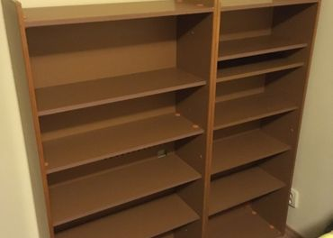 2x Knižnica, šuflíky, prebaľovací pult
