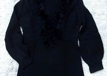 Čierny pulóver s kožušinou v.L