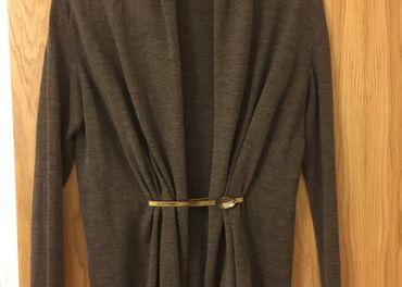 elegantný sveter so sponou - ZNÍŽENÁ CENA