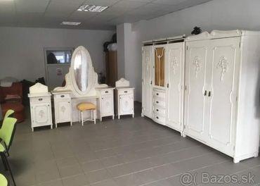 Historicky nábytok