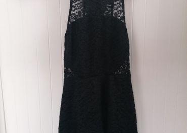 Tally Wejl šaty