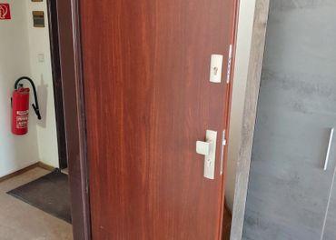 Predám hnedé dvere, interiérové, dvojzámok