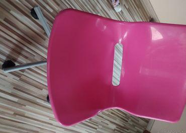 2x polica IKEA Kallax + stolička