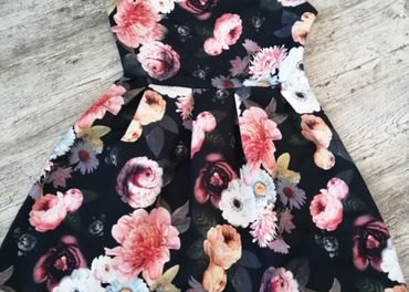 Kvetované dámske šaty veľ. M