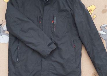 Pánska bunda s vpínacou mikinou z flísu.