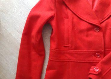 H&M červený krátky kabát veľ.40