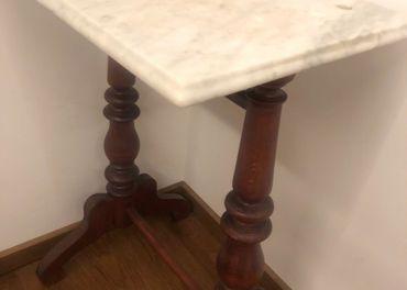 Predáme starožitný stolík