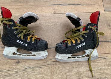 Chlapčenské hokejové korčule Bauer x300 veľ. 32