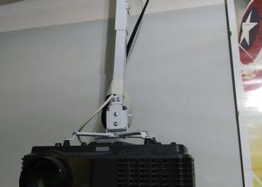 Predám FullHd projektor + plátno