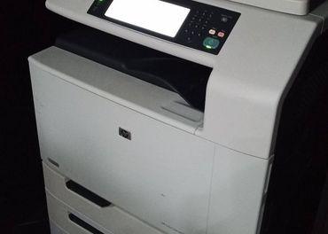 HP Color LaserJet CM6030 + nove tonery