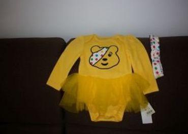 žltý bodik so sukničkou a čelenkou