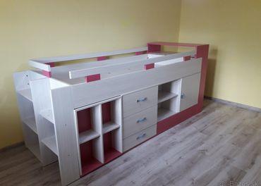 Krásna detská postel /komplet s písacím stolíkom