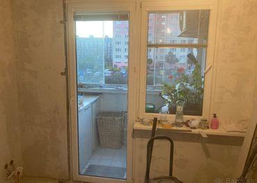 Balkónové okno z dverami