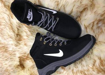 Nike zateplena obuv...Velkost-41...Cena-28€+kurier