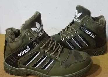 Adidas zateplena obuv...Velkosť-44...Cena-28€+kuri