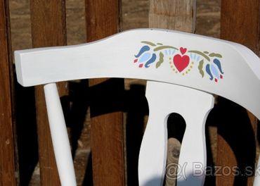 Folklórna ľudová stolička