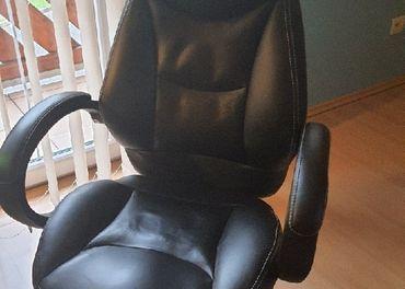 Darujem koženkovu kancelársku stoličku..