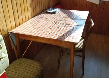 Predám roztahovaci kuchynský stol, stolicky