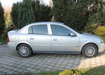 Opel astra sedan 1.6 16V benzín