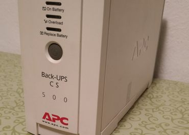 záložný zdroj APC UPS 500