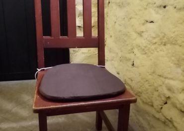 Stoličky z masívu sosna.