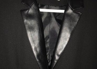 Krásne čierne sako