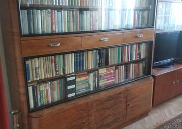 Starý sekretár / knižnica