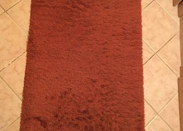 Pekný zachovalý koberec 80x150