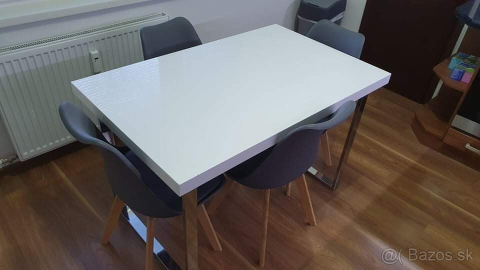 Jedálenský set (stôl + 4 stoličky)