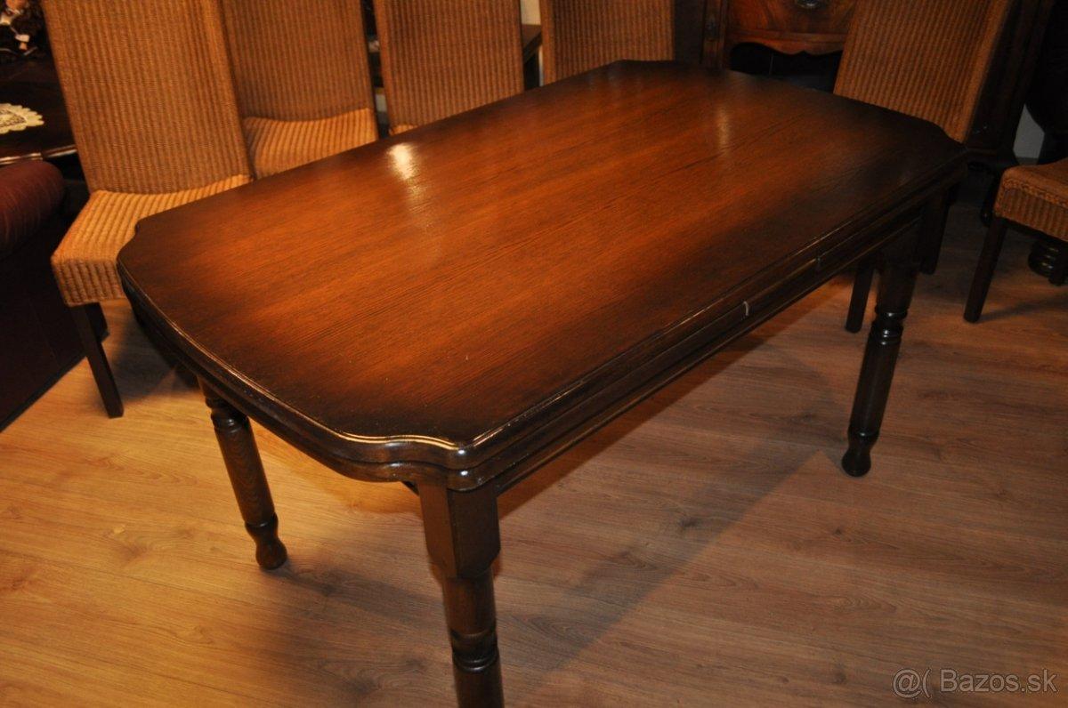 Jedálenské stoly z masívu