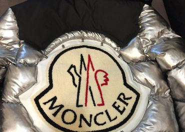 Predám dámsku extravagantnu bundu Moncler -Palm Angels