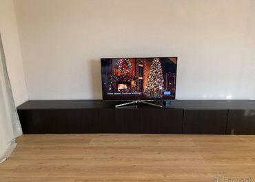 Obývacia stena čierna- Ikea Besta nízke skrinky pod TV 240cm