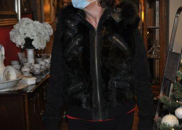 Kožená bunda s kapucňou
