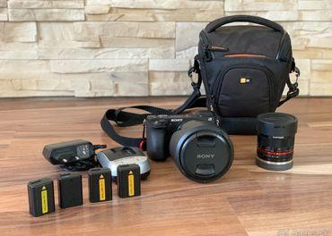 Sony A6500 telo, 2 objektívy, 4 baterky, nabíjačka a brašňa