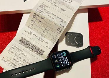 Apple Watch 5 44mm Space gray (v zaruke) + čierný náramok