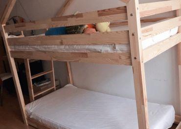 Krasna nová drevena poschodová postel 90x180 + matrace